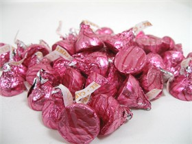 Hershey's Kiss With Caramel 24oz  Pink Foil